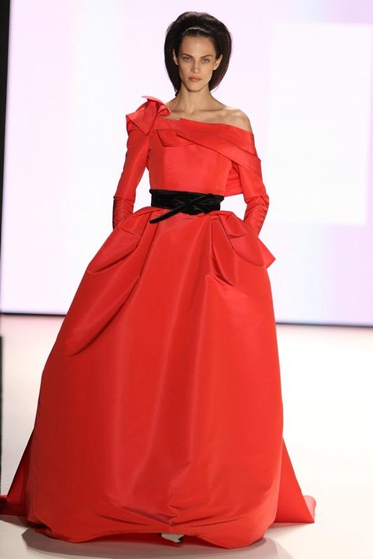 Eterna rochia roşie – pe BlogModele