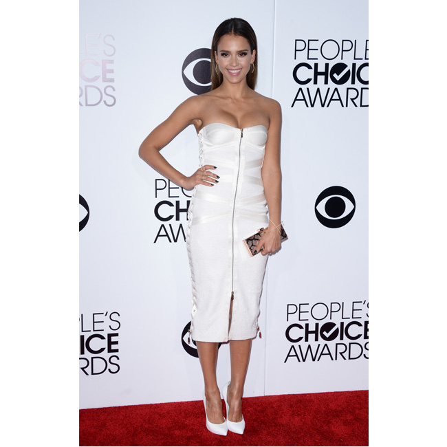 In alb pe covorul rosu de la People's Choice Awards 2014