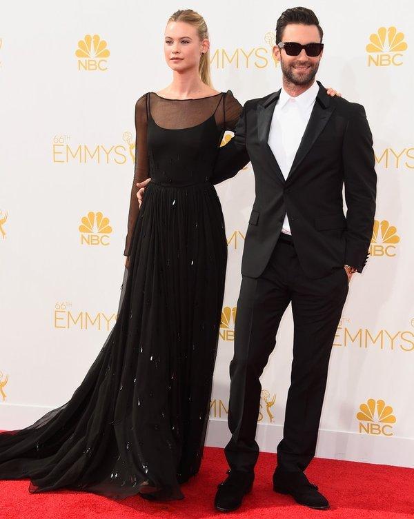 Adam-Levine-si-Behati-Prinsloo-Emmy