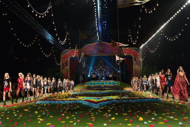 Fetele legendelor rock la TOMMY HILFIGER SPRING 2015 runway show