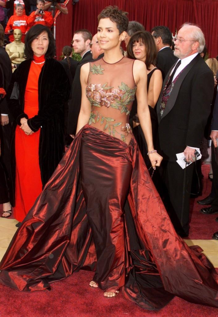 Halle Berry-2002-rochie Elie Saab