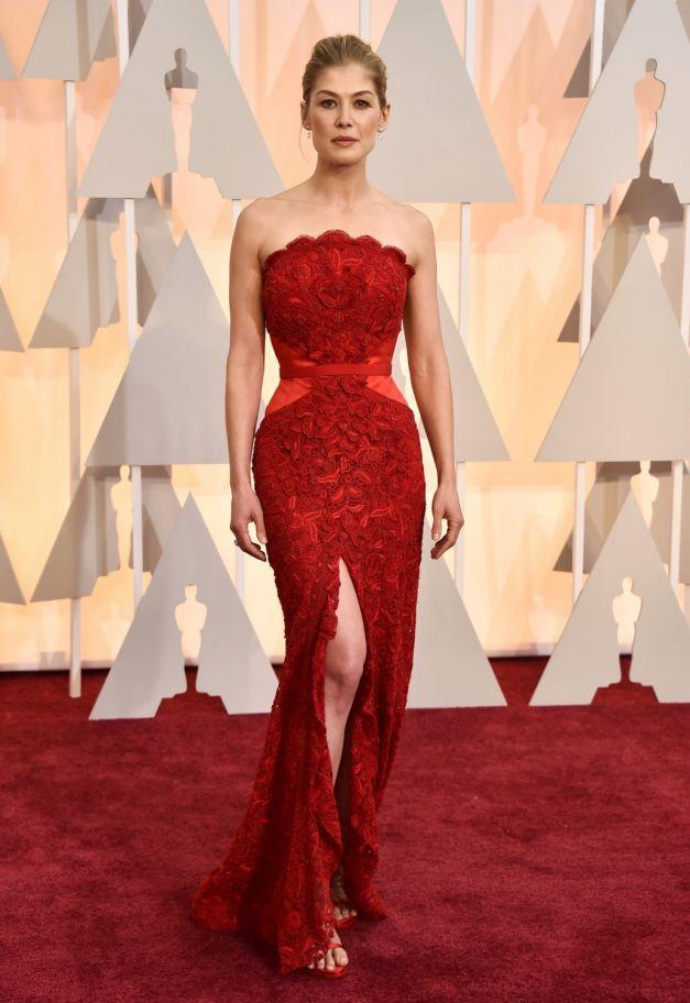 Rosamund Pike rochie Givenchy