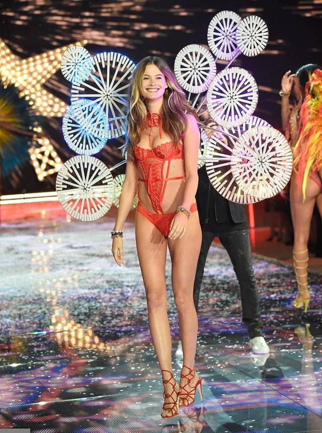 Show-ul Victoria's Secret 2015 18
