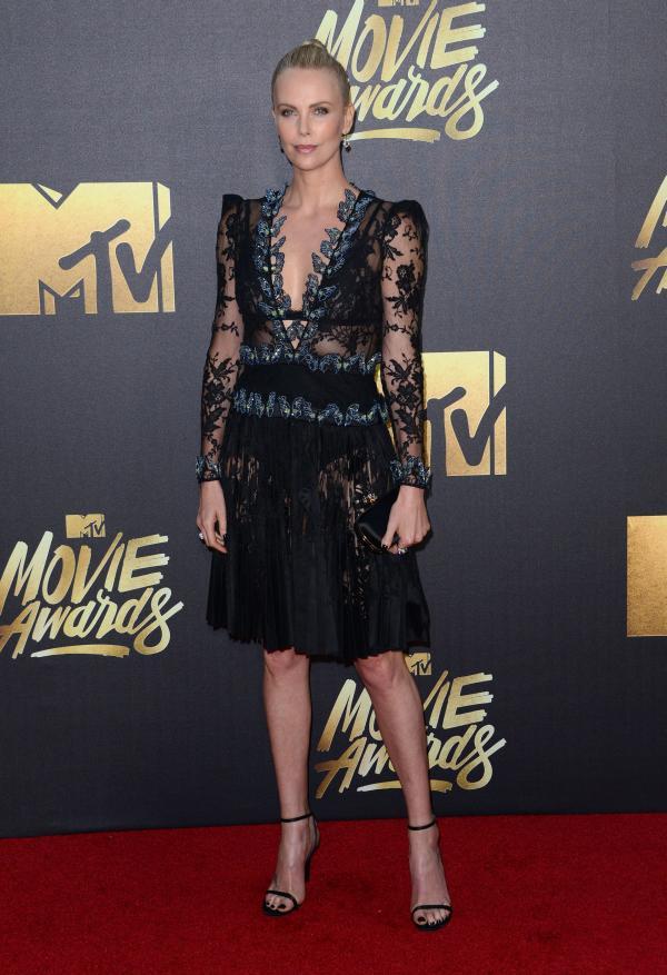 Vedete pe covorul roşu la MTV Movie Awards 2016