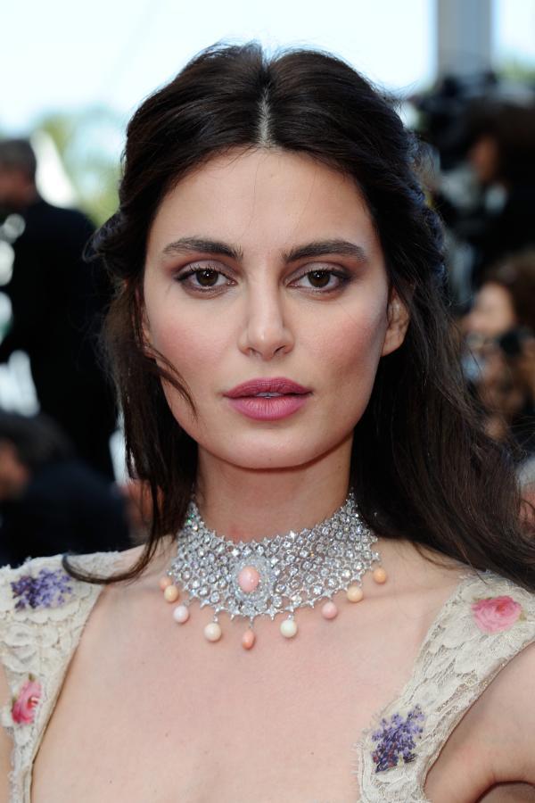 Catrinel Menghia pe covorul rosu de la Cannes