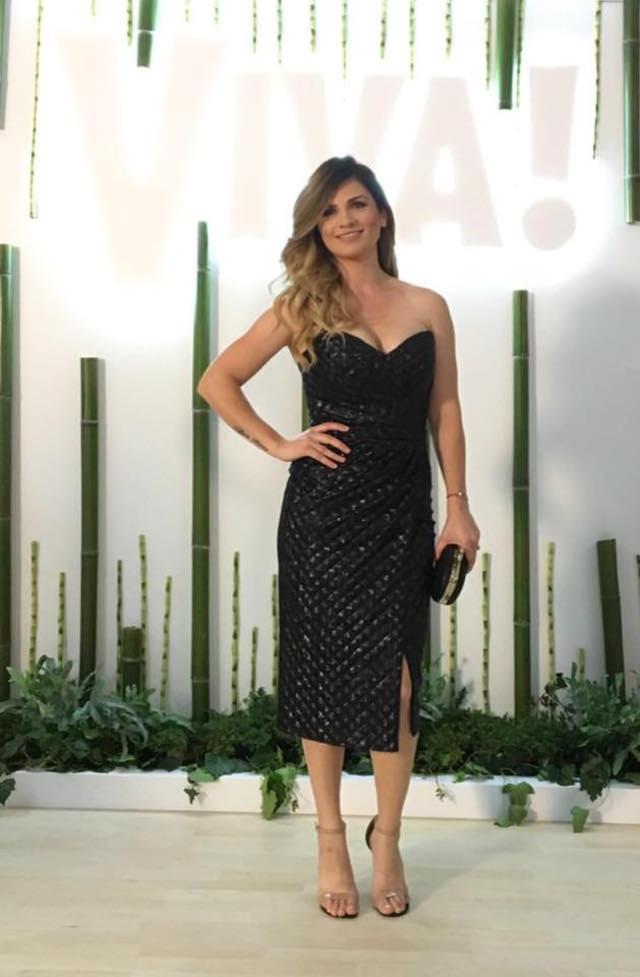 Ellie White, in vestimentatie Cristallini, plic Diane von Furstenberg (Sport Couture), sandale Michael Antonio