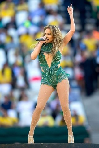 Cantand la FIFA World Cup Opening Ceremony, 2014