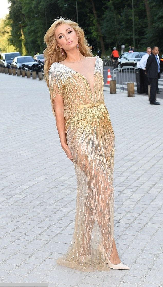 Paris Hilton  la balul Louis Vuitton din Franta