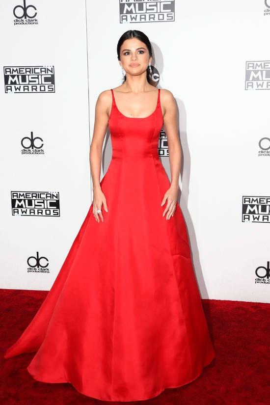 American Music Awards 2016 – covorul rosu
