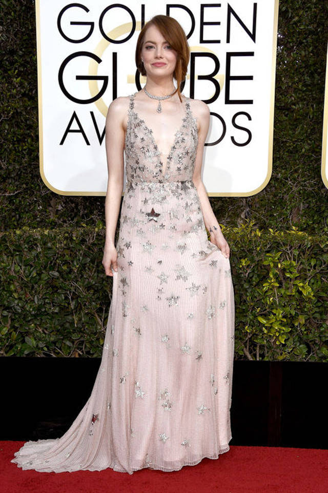 Emma Stone poarta Valentino Haute Couture