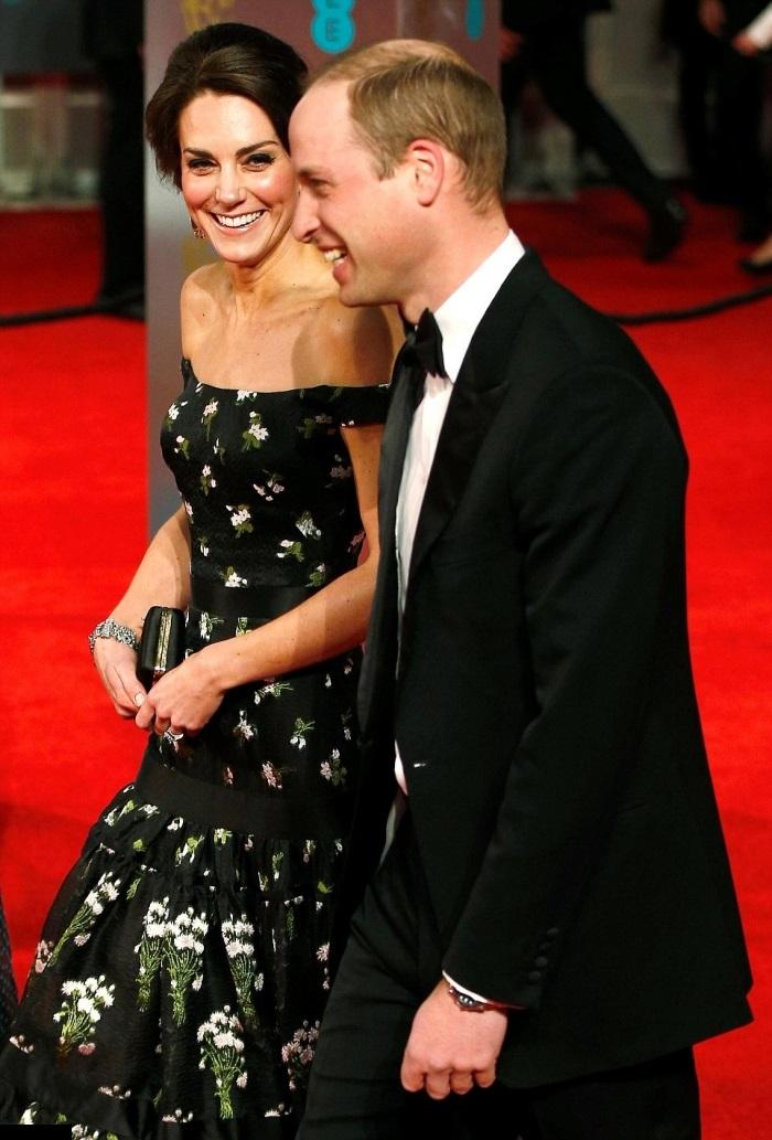 Kate Middleton pe covorul rosu la premiile BAFTA