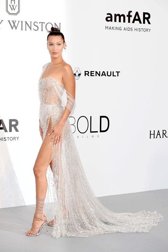 Bella Hadid rochie Ralph & Russo