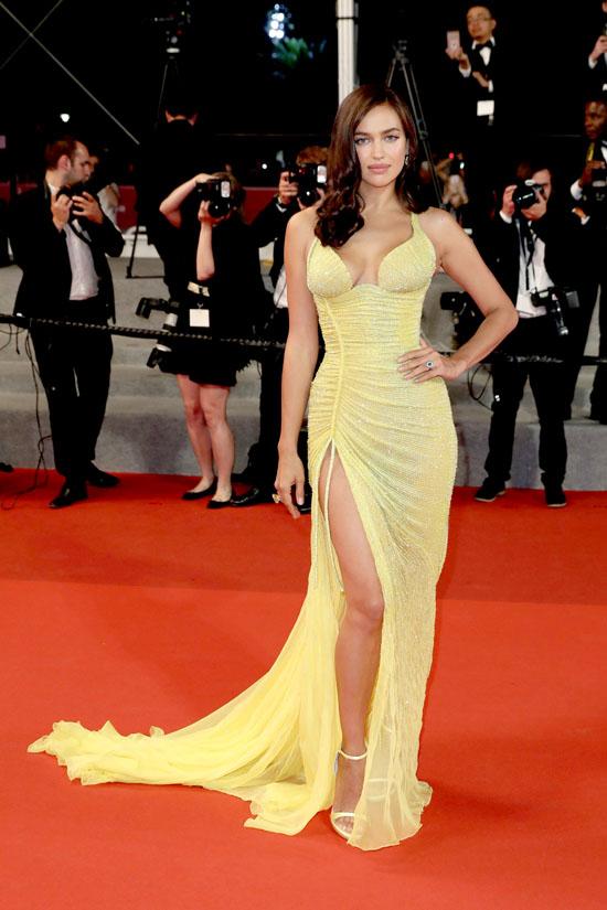 Irina Shayk rochie Atelier Versace
