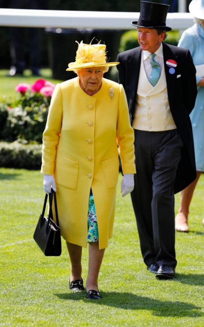 Tinute extravagante la cursele de cai din Marea Britanie