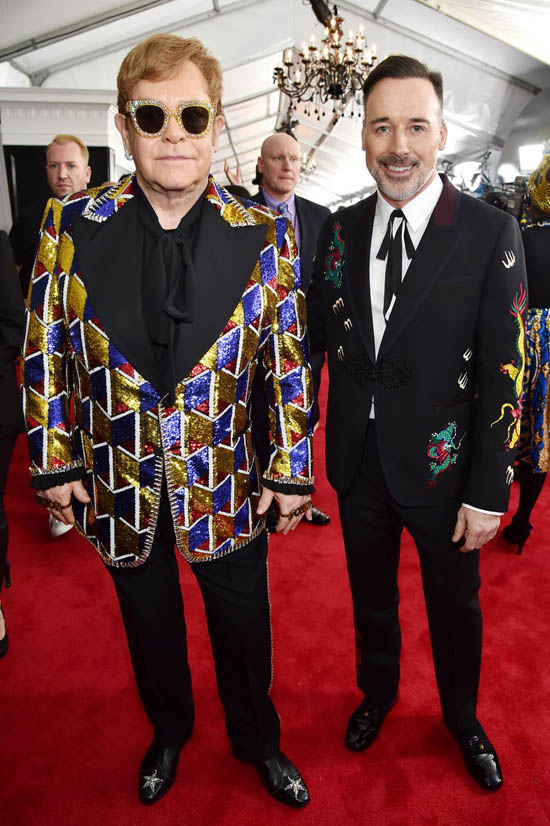 Elton John costum Gucci si David Furnish