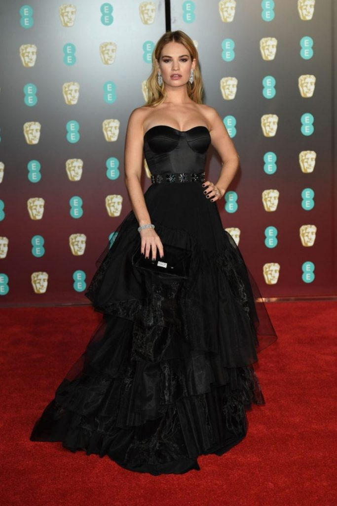 Lily James in rochie Dior