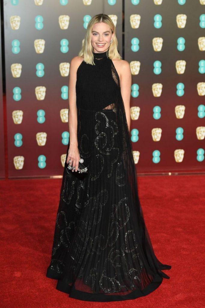 Margot Robbie in rochie Givenchy