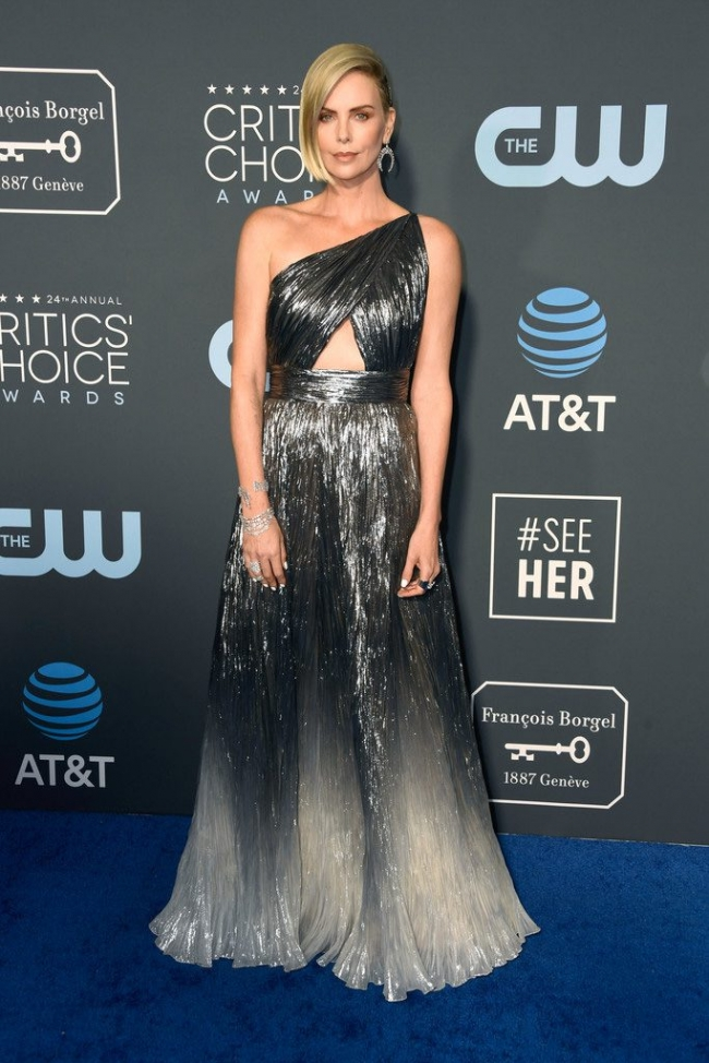 Charlize-Theron intr-o rochie Givenchy