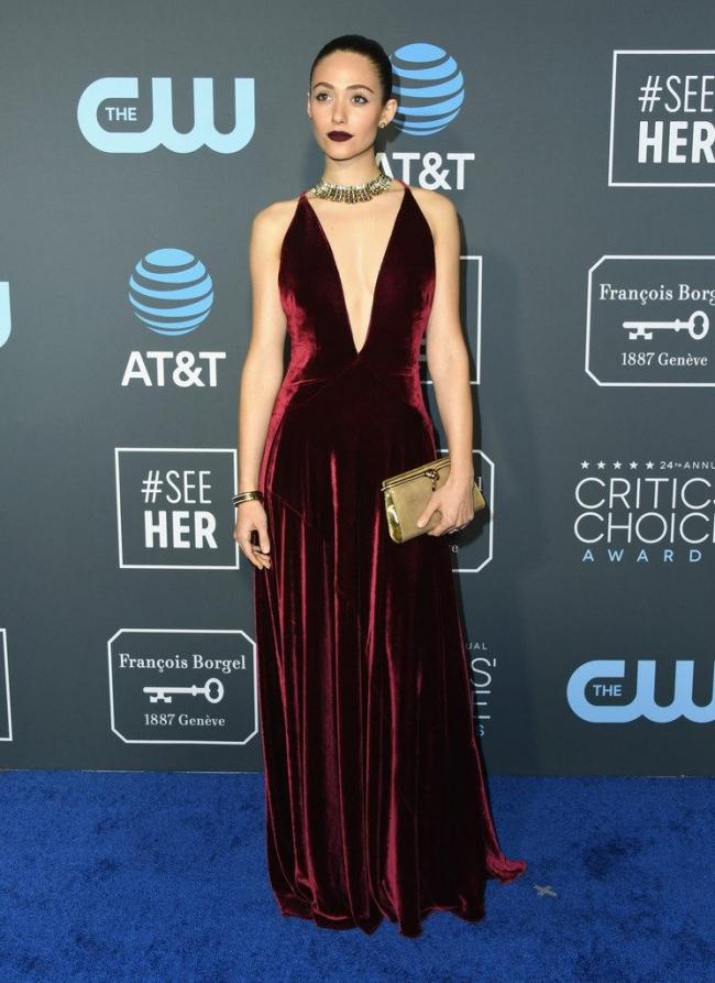 Emmy Rossum intr-o rochie Ralph-Lauren