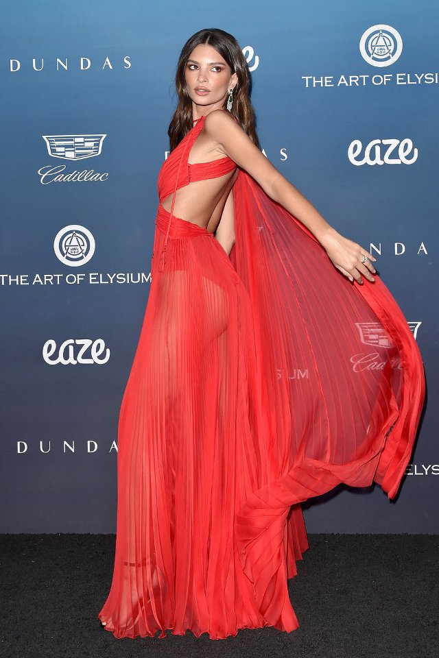 Emily Ratajkowski (rochie Dundas, The Art Of Elysium)