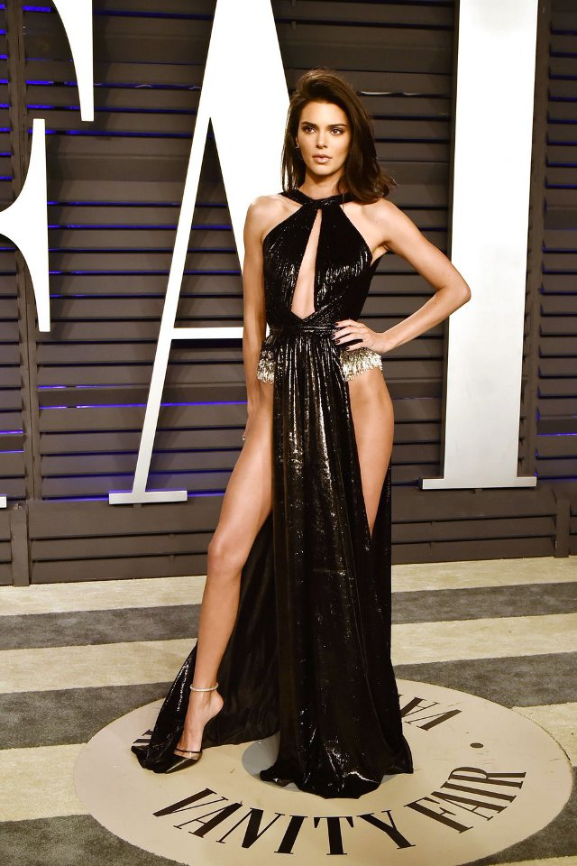 Kendall Jenner (rochie Rami Kadi, Vanity Fair's Oscar After-Party)