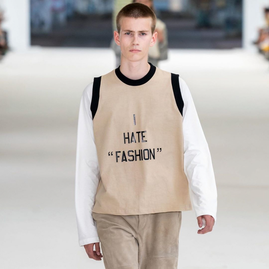 "«I HATE ""FASHION""» – NOUA COLECTIE DE HAINE CARE A REVOLTAT INTERNETUL"