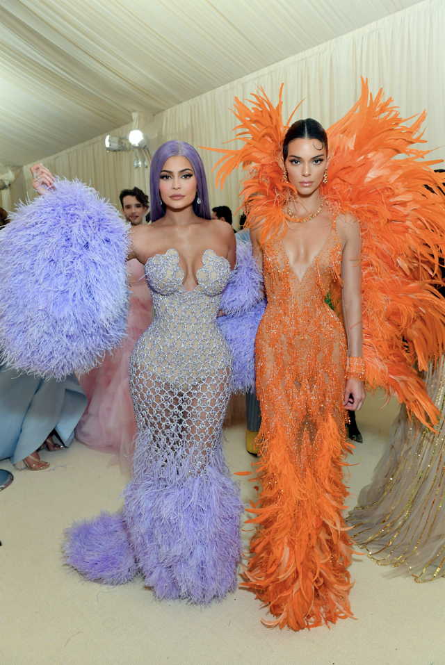 Kendall si Kylie Jenner