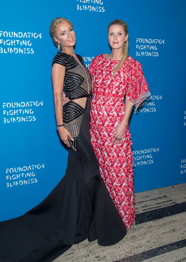 Paris si Nicky Hilton