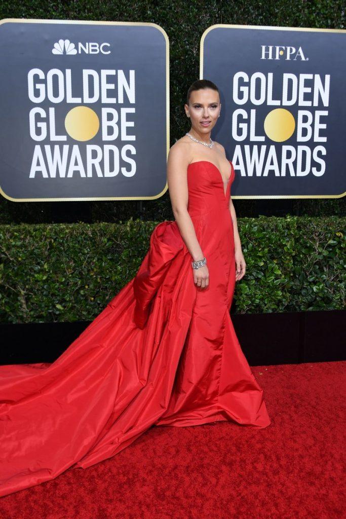 Scarlett Johansson (rochie Vera Wang Collection, bijuterii Bvlgari si pantofi Jimmy Choo)